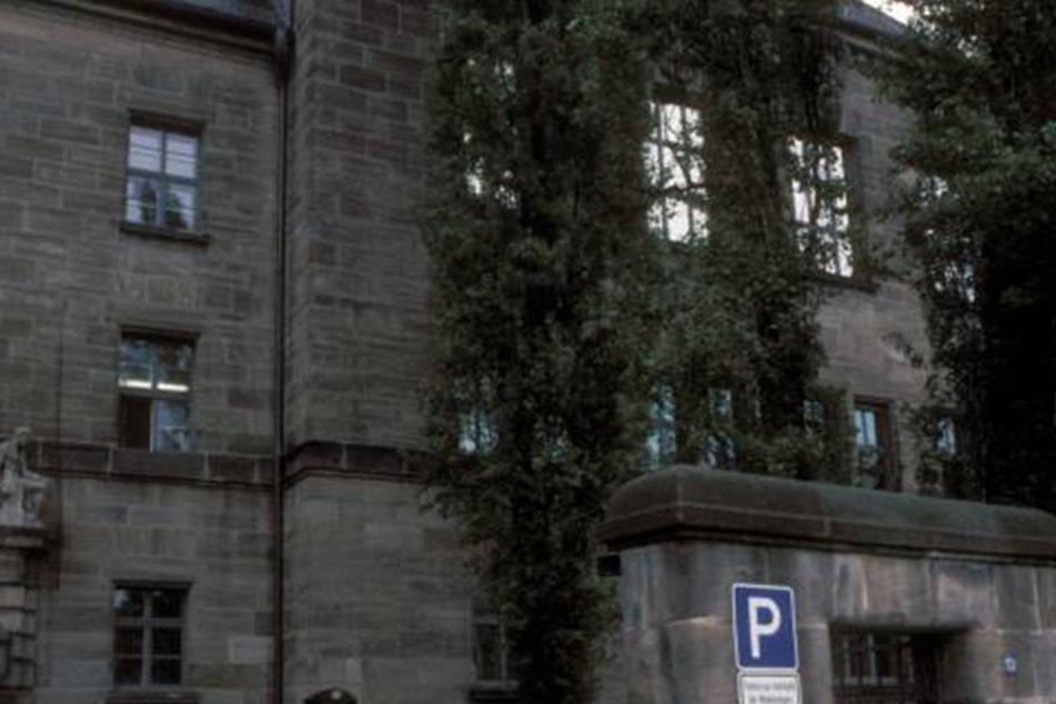 Das Landgericht Nürnberg-Fürth verurteilte den 24-Jährigen nun zu drei Jahren Haft.