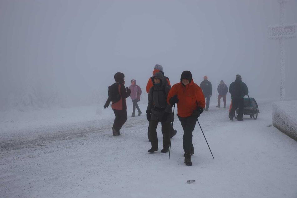 Zahlreiche Wanderer zogen am Sonntag auf den höchsten Berg Norddeutschlands, den Brocken.
