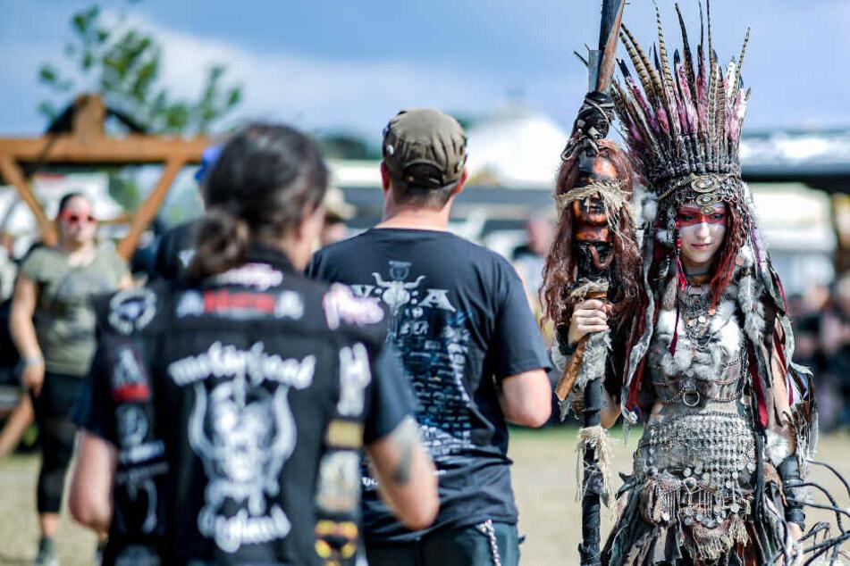 Gruselige Gestalten versetzen Wacken-Festival in Endzeit-Stimmung
