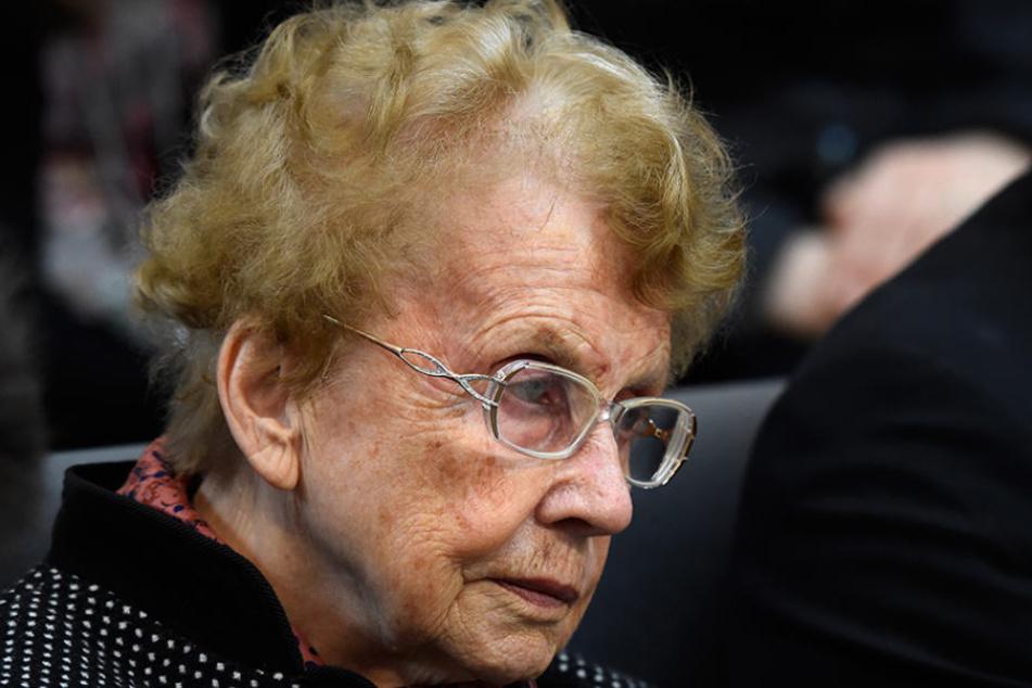 """Auch Angela """"Mutti"""" Merkels Mutter Herlind Kasner (89) war auch bei der vierten Vereidigung live dabei."""