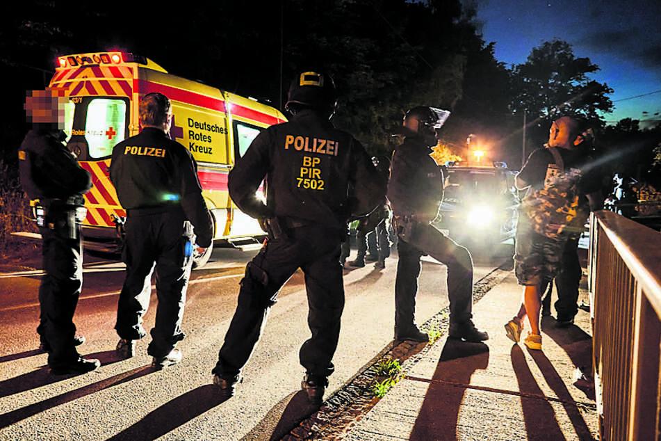 120 Polizisten rückten am Abend an, um die Naziparty zu beenden.