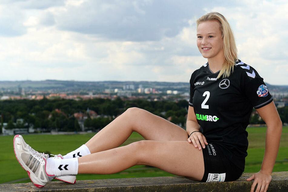 Michelle Petter (20) beim Foto-Shooting für den VC Olympia Dresden. Demnächst kann sie die Aussicht über ihre Heimatstadt von den Lingnerterrassen wieder genießen.