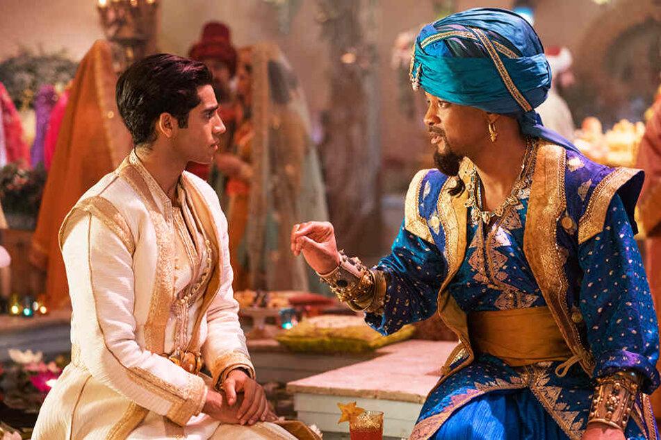 Dschinni (r., Will Smith) wird Aladdins (Mena Massoud) Leben für immer verändern.