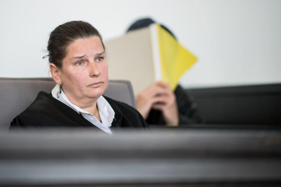 Die Anwältin Christina Nesemeier vertritt den Angeklagten.