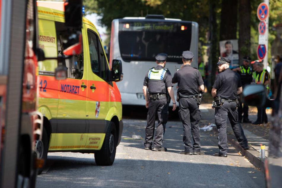 Die Polizei sichert den Unfallort.