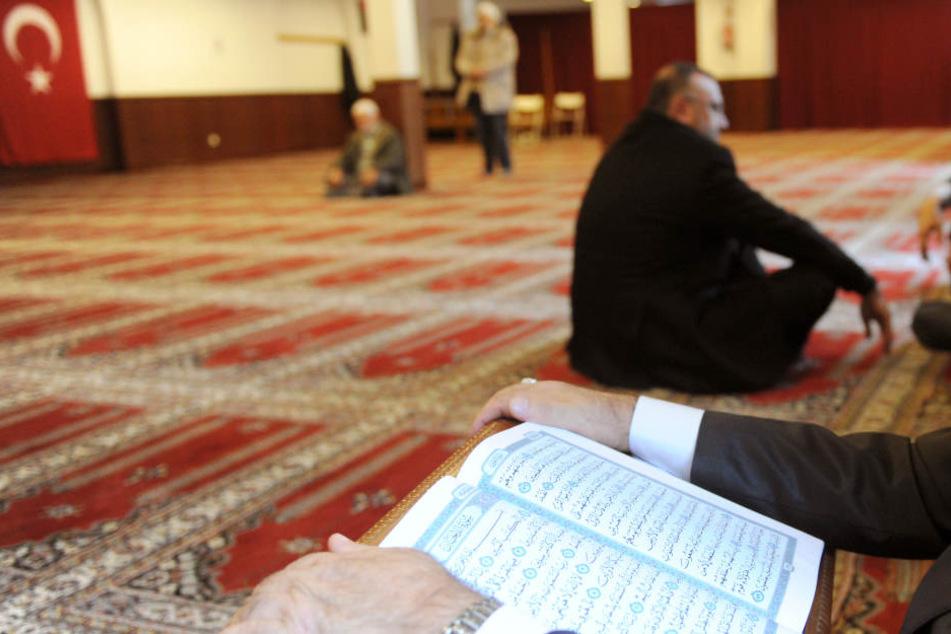 Oft werden perspektivlose Jugendliche in Moscheen angeworben.