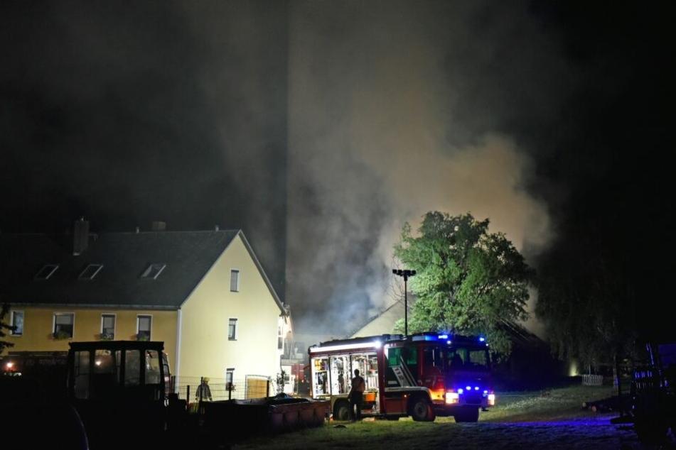 Die Feuerwehr war mit 71 Kameraden und 17 Fahrzeugen vor Ort.