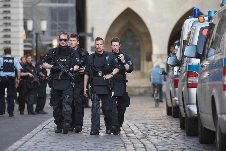 Bewaffnete Polizisten in der Innenstadt von Münster.
