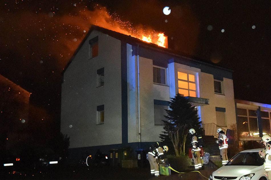 Der ganze Dachstuhl stand in Flammen.