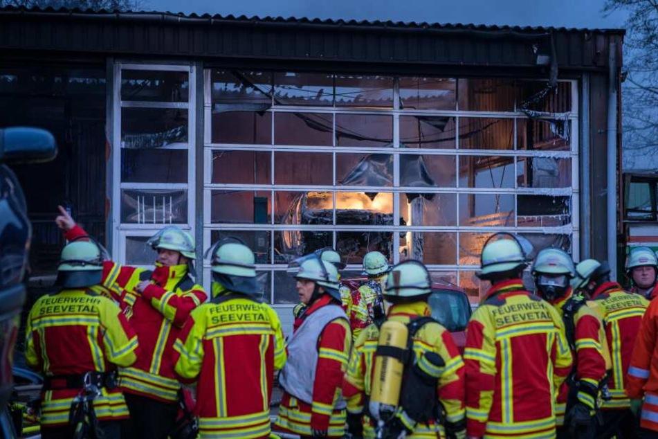 Zahlreiche Feuerwehrleute waren im Einsatz.