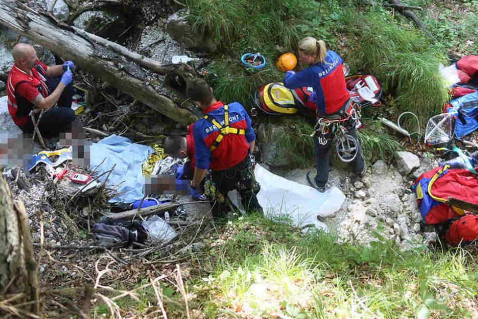 Eine 62 Jahre alte Frau ist bei einem Sturz beim Wandern schwer verletzt worden.