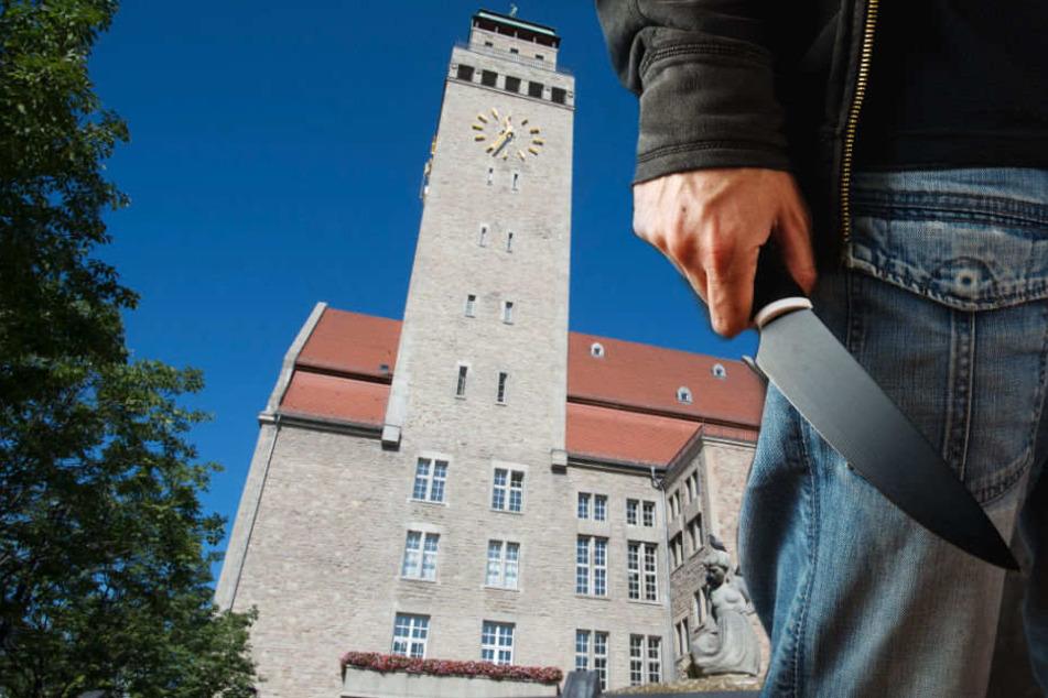 Ein Obdachloser hat vor zwei Jahren im Rathaus Neukölln um sich gestochen. (Symbolbild)