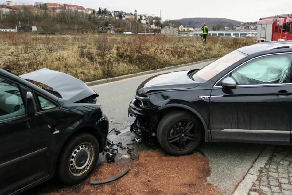 In Aue krachten zwei VW zusammen.