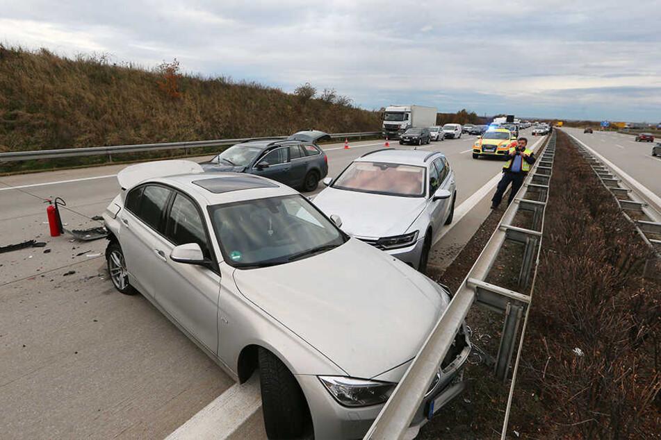 Bei dem Unfall waren mehrere Fahrzeuge ineinander gefahren.