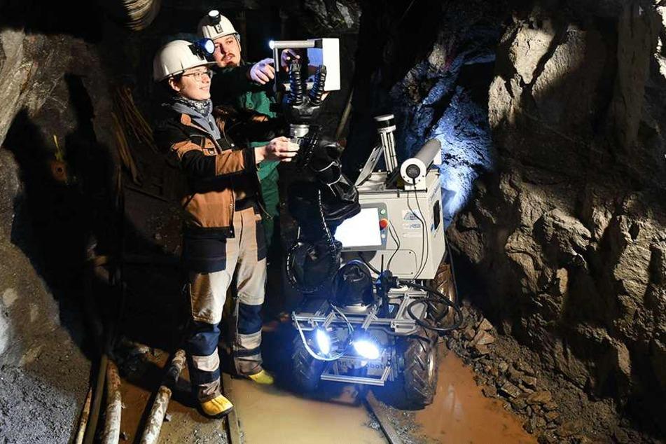 Die Studenten der Bergakademie forschen unter anderem mit kleinen Robotern in den Schächten alter Bergwerke.
