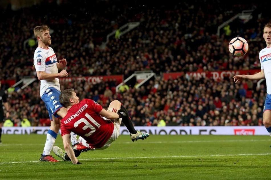 Mit einem sehenswerten Fallrückzieher traf der frühere Bayernspieler zum 4:0 Endstand beim Spiel Manchester United gegen Wigan Athletic.
