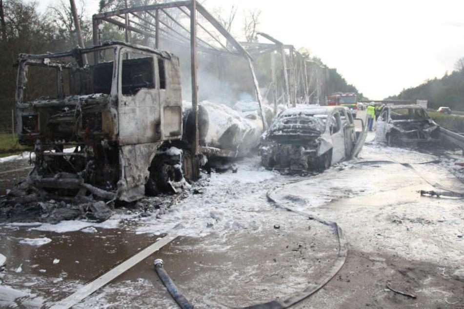 Die ausgebrannten Wracks auf der A2.