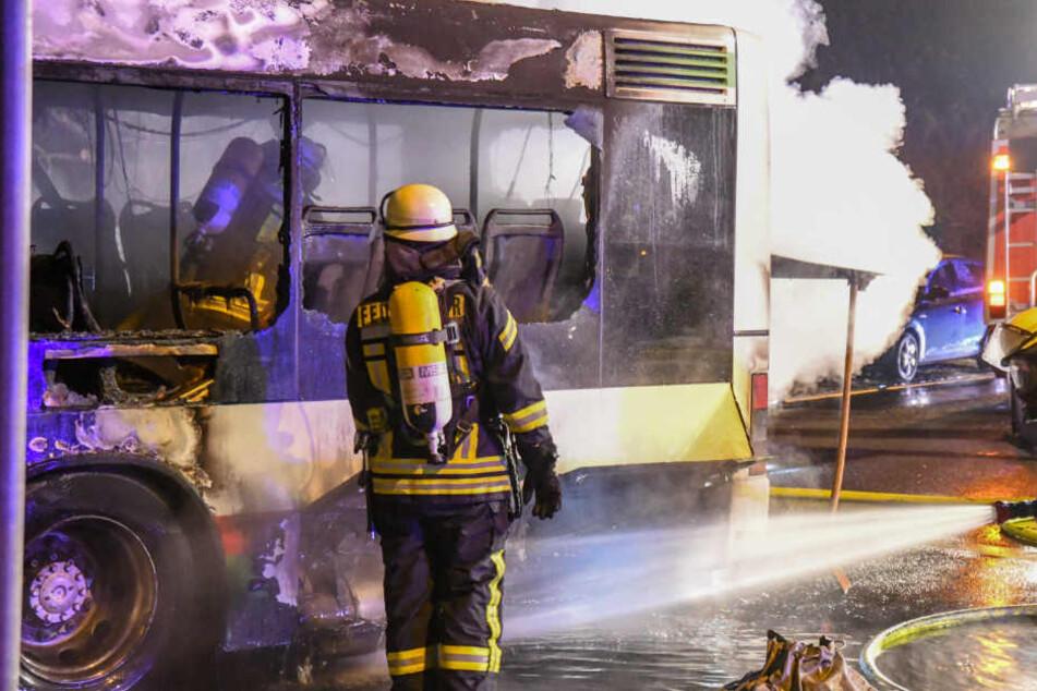 Im Einsatz waren 26 Einsatzkräfte der Berufsfeuerwehr sowie der Freiwilligen Feuerwehr.
