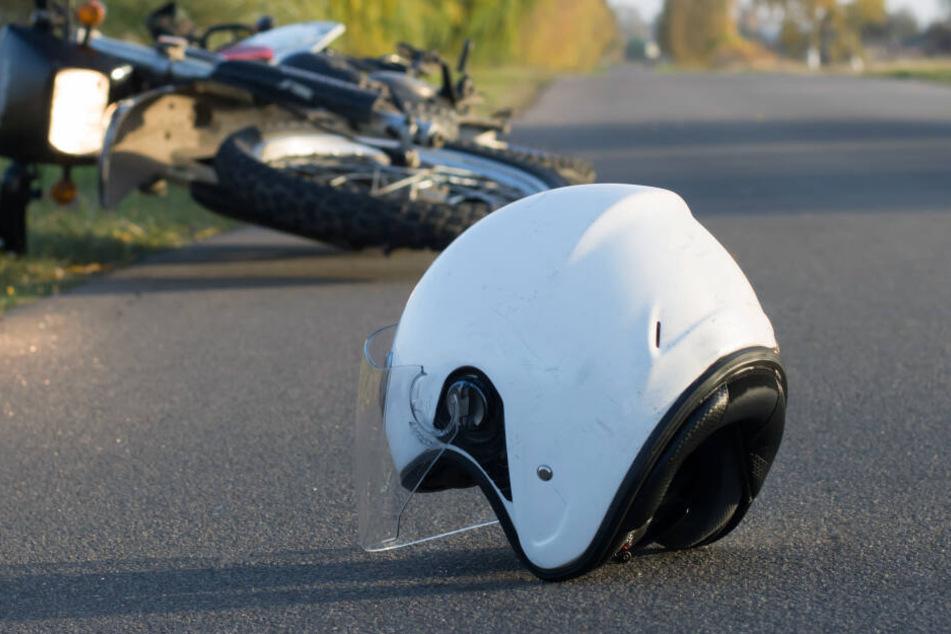Heftiger Unfall: Motorradfahrer stürzt und wird dann von einem Bus überrollt
