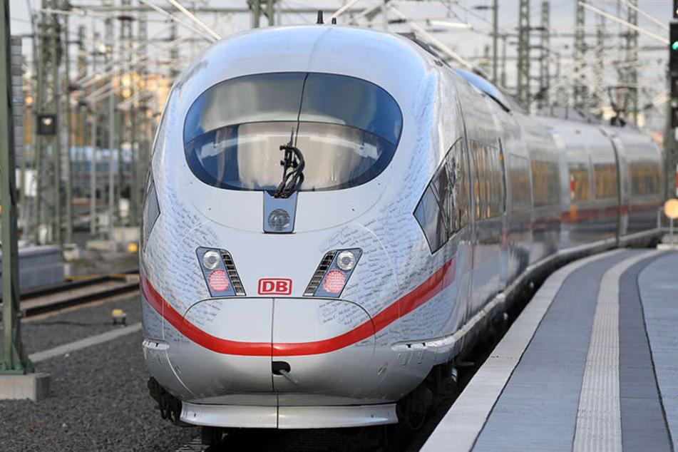 Für die teils langen Verspätungen am Sonntag führte die Bahn mehrere Gründe an: Personalunfall und technische Störungen bei einzelnen Fahrzeugen.