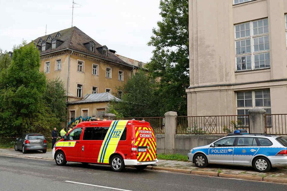 Die Kripo untersuchte den Tatort und die Leiche am Mittwoch mehrere Stunden lang.