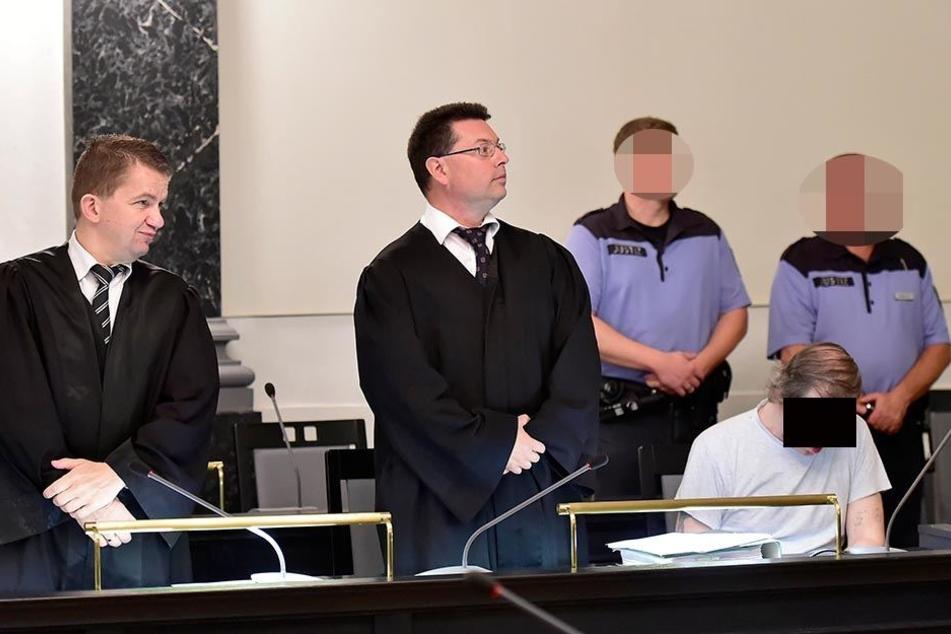 Helmut S. (62) und seine Verteidiger kurz vor dem Urteil. Sie gehen nun in Revision.