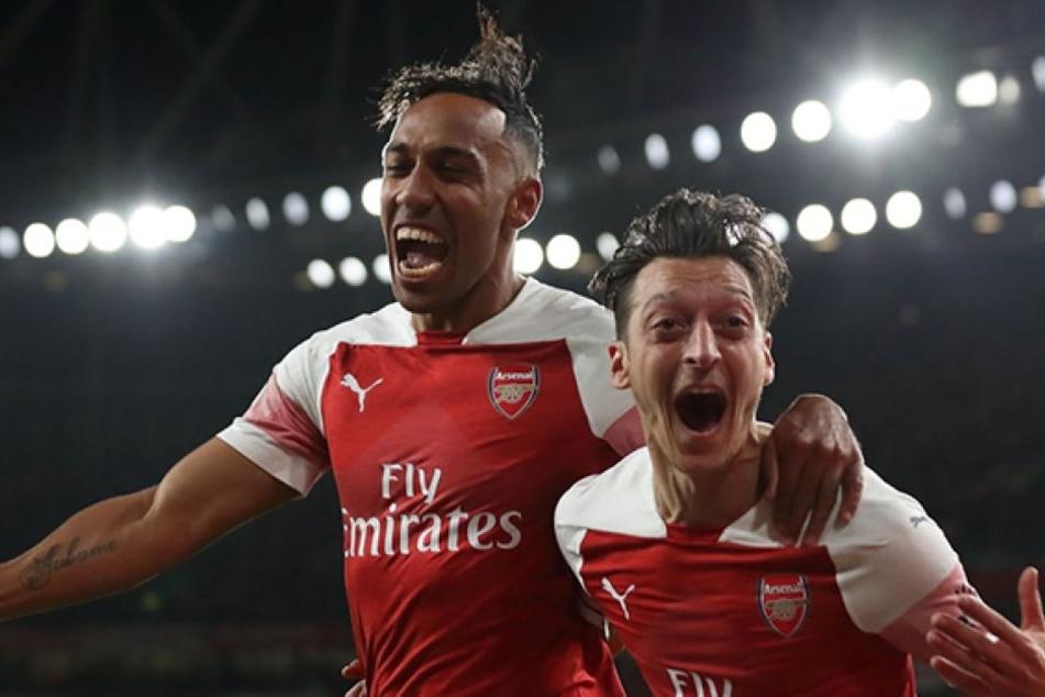 """Haben sich die beiden Arsenal-Spieler mit Lachgas betäubt? Ein Video aus dem Londoner """"Tape Club"""" ist ziemlich eindeutig."""