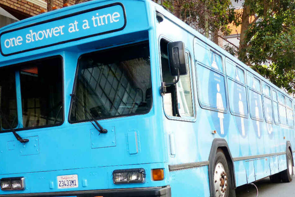 Einen mobilen Dusch-Bus für Obdachlose gibt es beispielsweise in San Francisco in den USA.