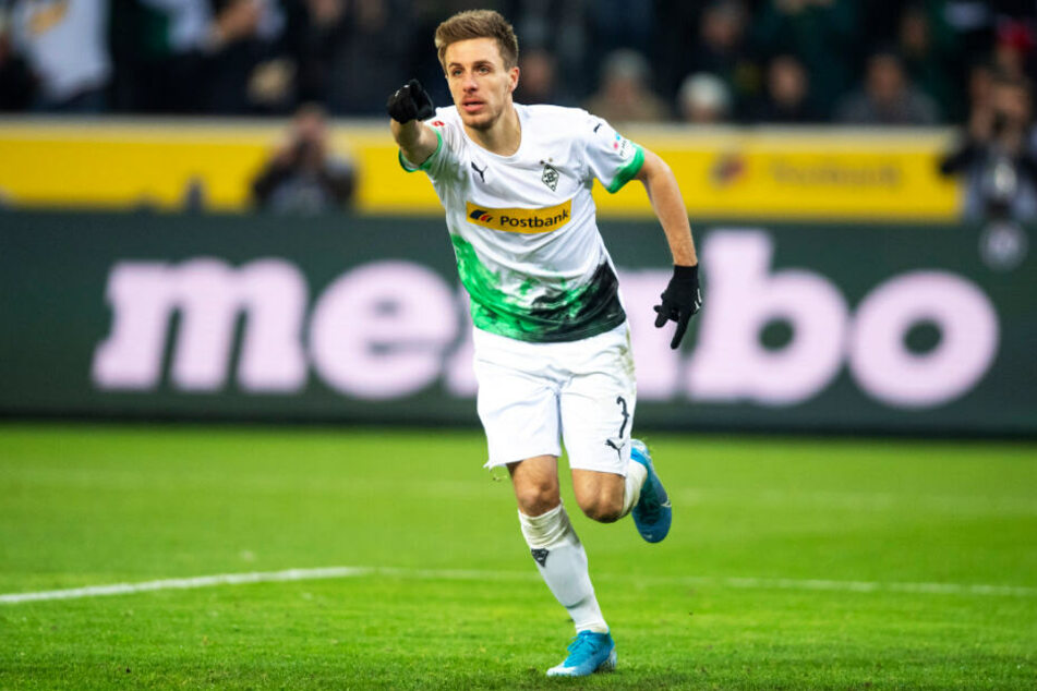 """Patrick Herrmann hatte allen Grund zum Jubeln: Dank des 4:2-Erfolgs von Borussia Mönchengladbach gegen den SC Freiburg stehen """"die Fohlen"""" weiterhin auf dem ersten Tabellenplatz."""