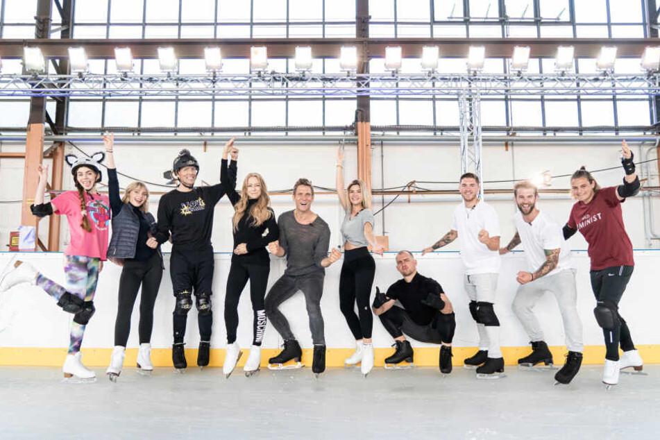 """Nadine Klein (5.v.r.) trainiert derzeit für """"Dancing on Ice""""."""