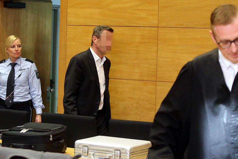 Hier wird der Angeklagte Georgios S. dem Richter vorgeführt.