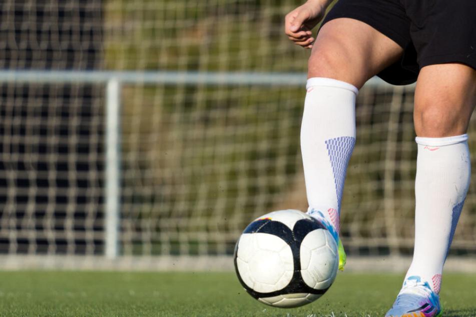 Faustschläge und Tritte! Junge (16) bei Fußballspiel schwer verletzt, Verdächtiger in Haft
