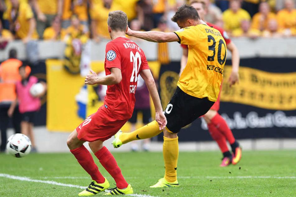 """Mit diesem 2:2 schoss Stefan Kutschke Dynamo gegen die """"Roten Bullen"""" in die Verlängerung."""