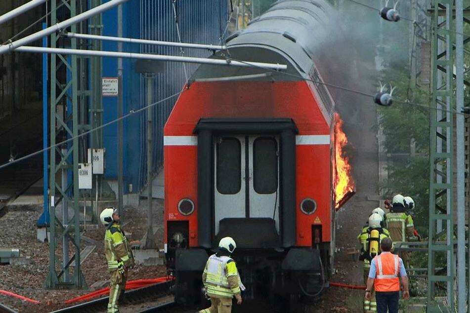 Regionalexpress in Dresden in Flammen