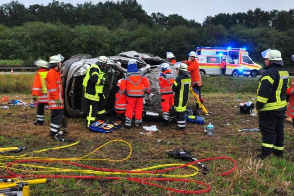 Tragischer Unfall auf A7: Familie aus Italien mit Kleinbus verunglückt!