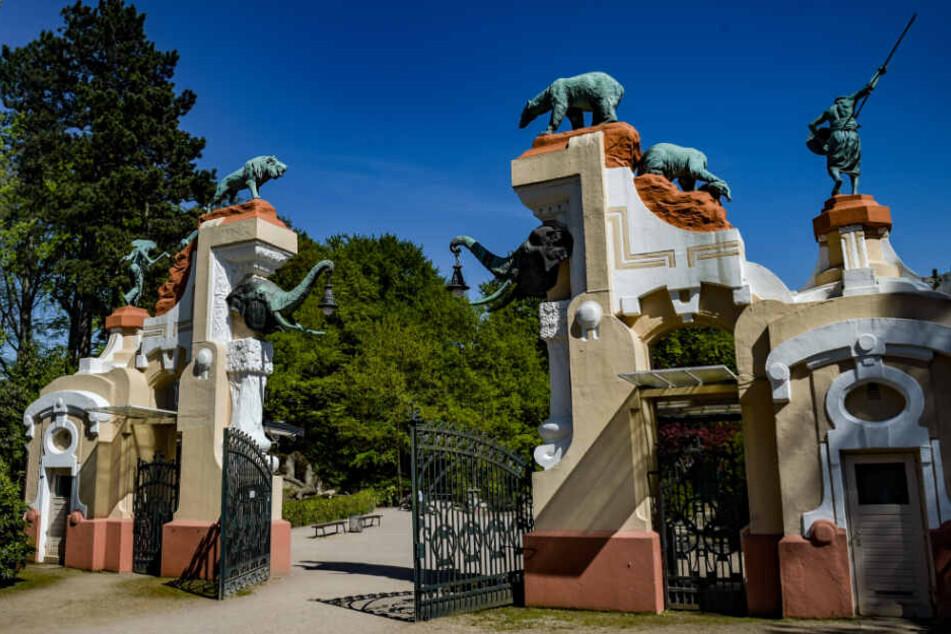 Der ehemalige Eingang des Tierpark Hagenbeck, das Elefantentor, macht einiges her.