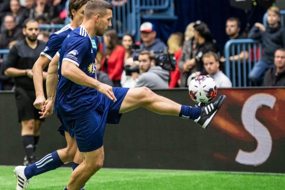 """Auch der frühere Fußall-Nationalspieler Lukas Podolski spielte mit seinem Team """"Poldi & Friends"""" bei dem Hallenfußball-Turnier mit."""