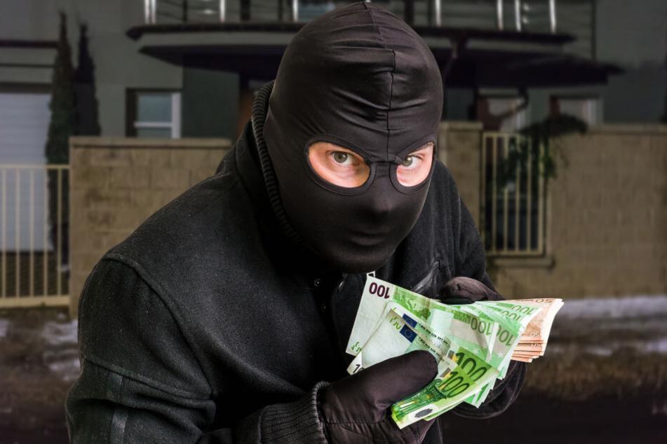 Der maskierte Täter floh mit Bargeld (Symbolbild).