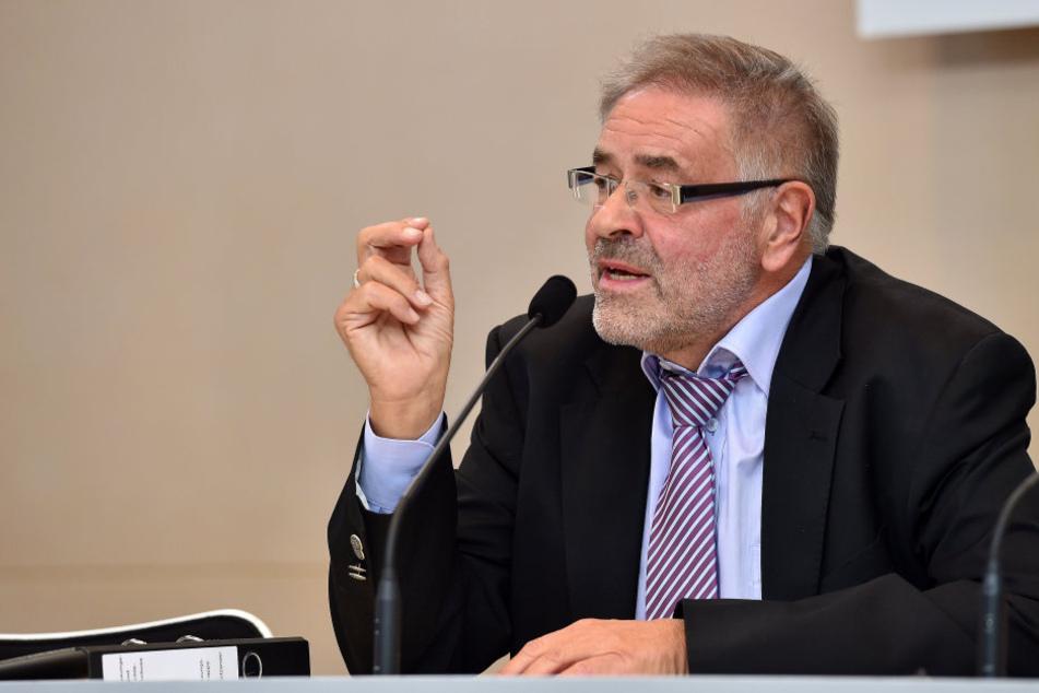 Ausschuss-Chef Klaus Bartl (66, Linke): Kommende Woche sollen  die zuständigen Minister Auskunft geben.