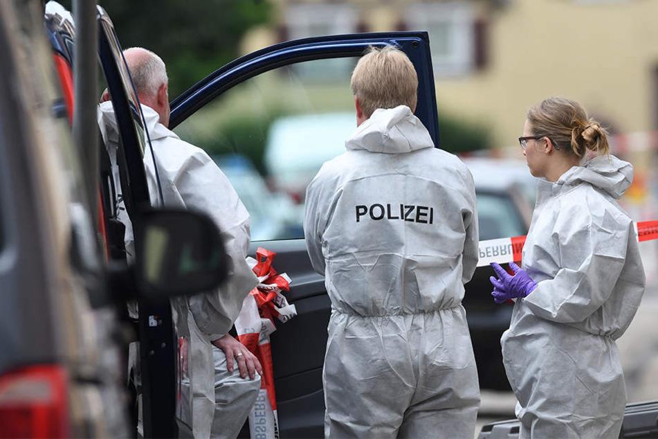 Die Polizei sicherte am Wochenende die Spuren in der Wohnung der Toten. (Symbolbild)