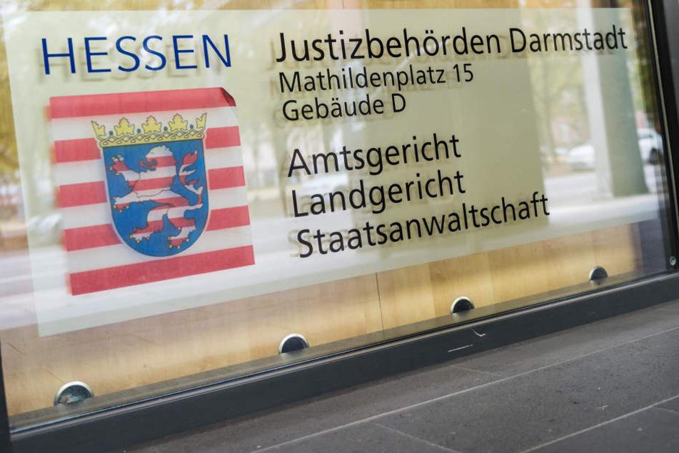 Das Landgericht Darmstadt wertete die Tat am Freitag als gefährliche Körperverletzung. (Symbolbild)