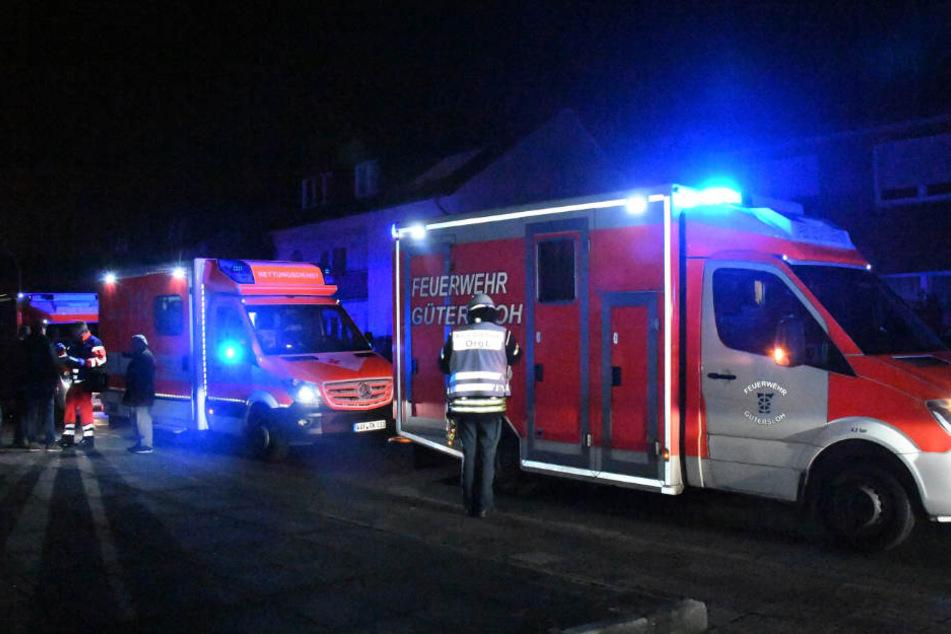 Mehrere Rettungswagen brachten die Familienmitglieder in Krankenhäuser.