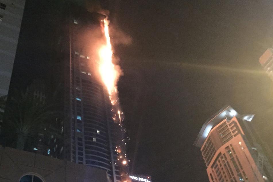 In der Nacht zu Freitag ist ein Großbrand in einem Dubaier Wolkernkratzer ausgebrochen.