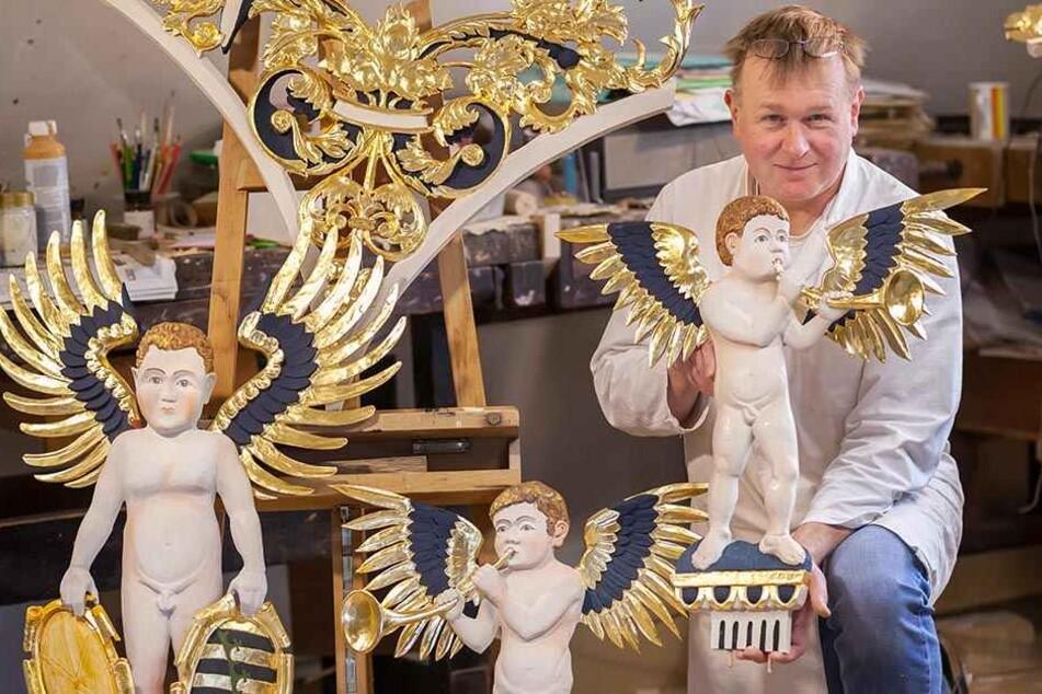 Frank Salzer (49) ist stolz: Die Altar-Teile sind fertig, jetzt wird das  Kunstwerk wieder aufgebaut.