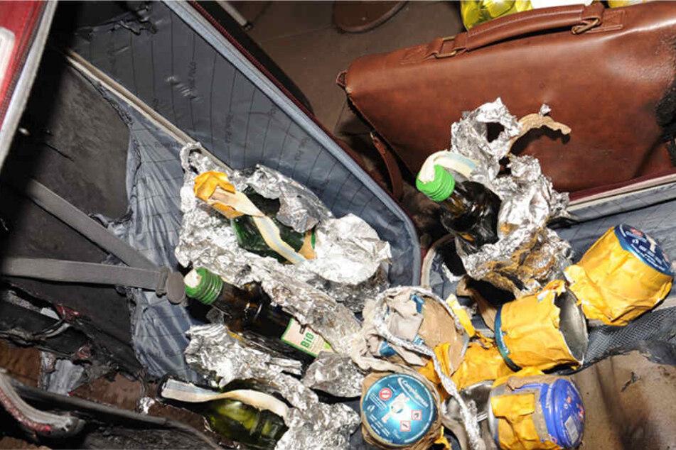 Ein Koffer, eine Tasche und Brandbeschleuniger des Täters.