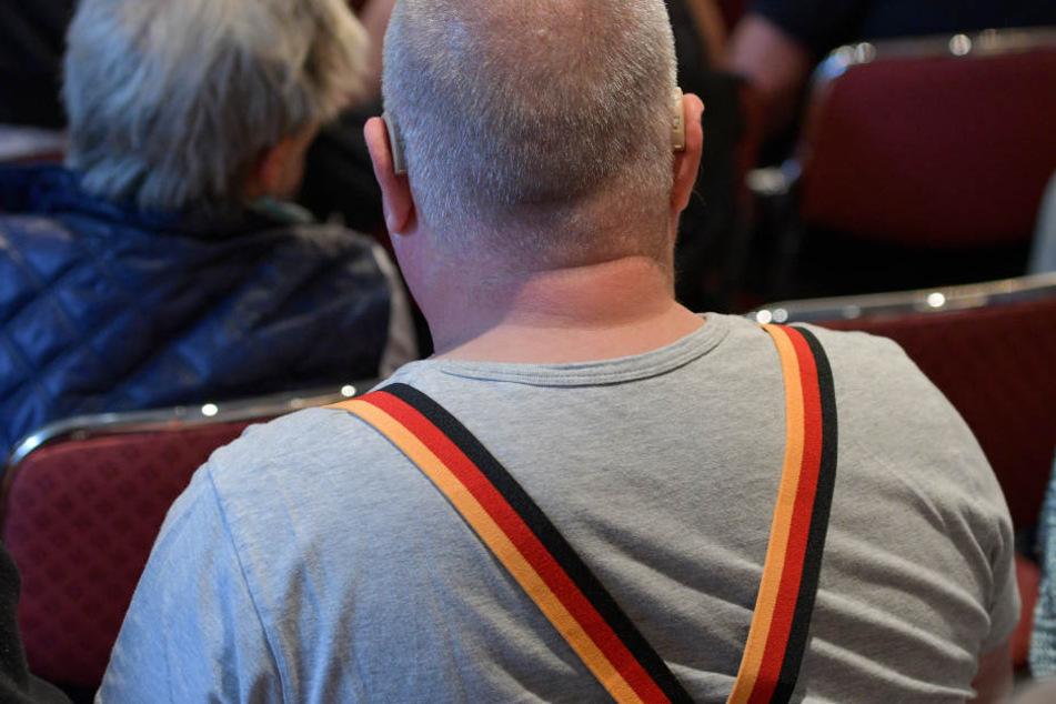 Hosenträger in Nationalfarben, wie beispielsweise die der Deutschen Flagge, sind nichts ungewöhnliches. (Symbolbild)