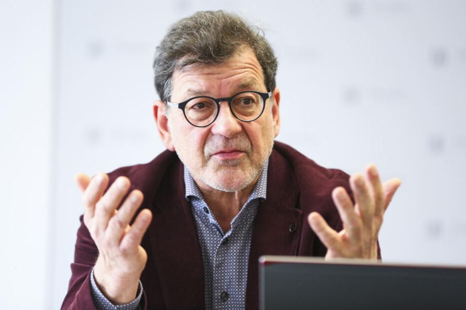 Wird der erfahrene Bauexperte und Leiter des Straßen- und Tiefbauamts, Reinhard Koettnitz (64), vorm baldigen Ruhestand an die Spitze des Schulverwaltungsamts versetzt?