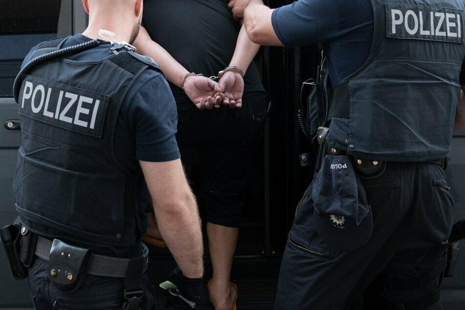 Der mutmaßliche Einbrecher sitzt nun in Haft. (Symbolbild)