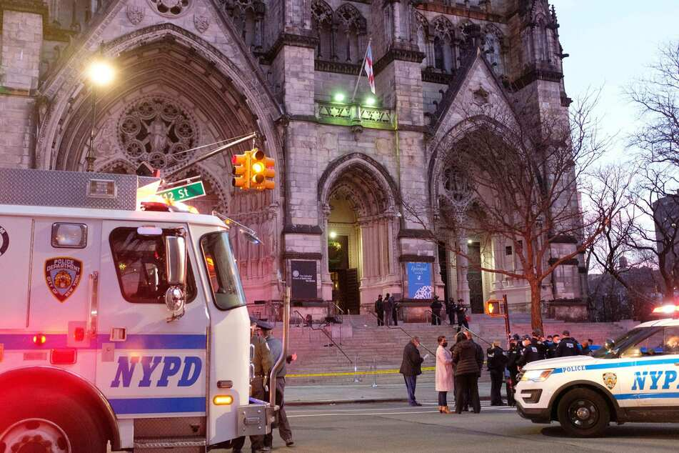 Nightmare before Christmas: police open fire on shooter outside New York cathedral