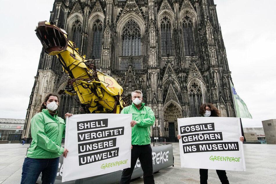 Aktivisten von Greenpeace am Kölner Dom.